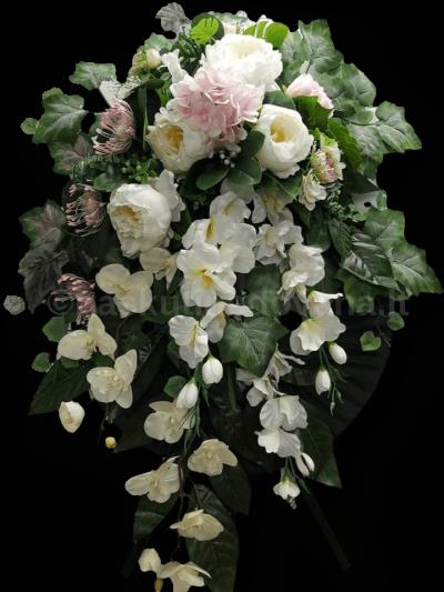 Vainikas iš dirbtinių gėlių